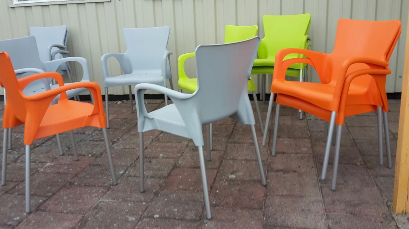 21 juni 2017 - nieuwe terrasstoelen